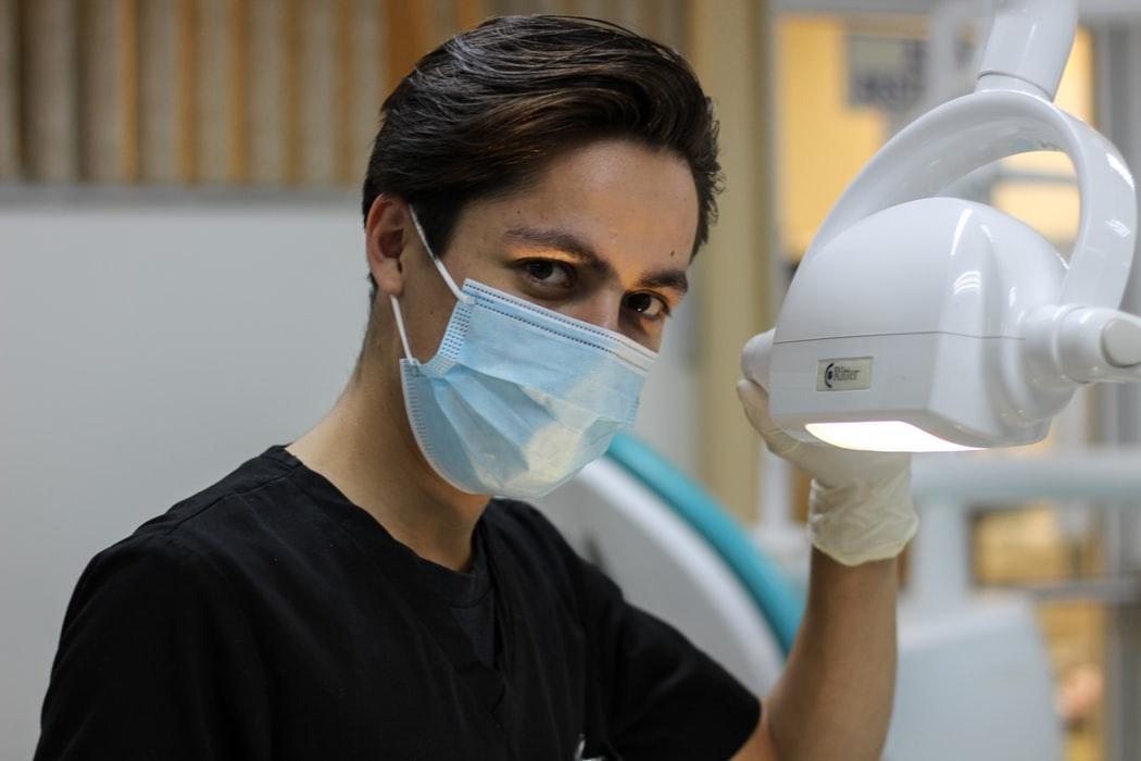 Zespół Costena — czy wizyta u stomatologa jest konieczna?