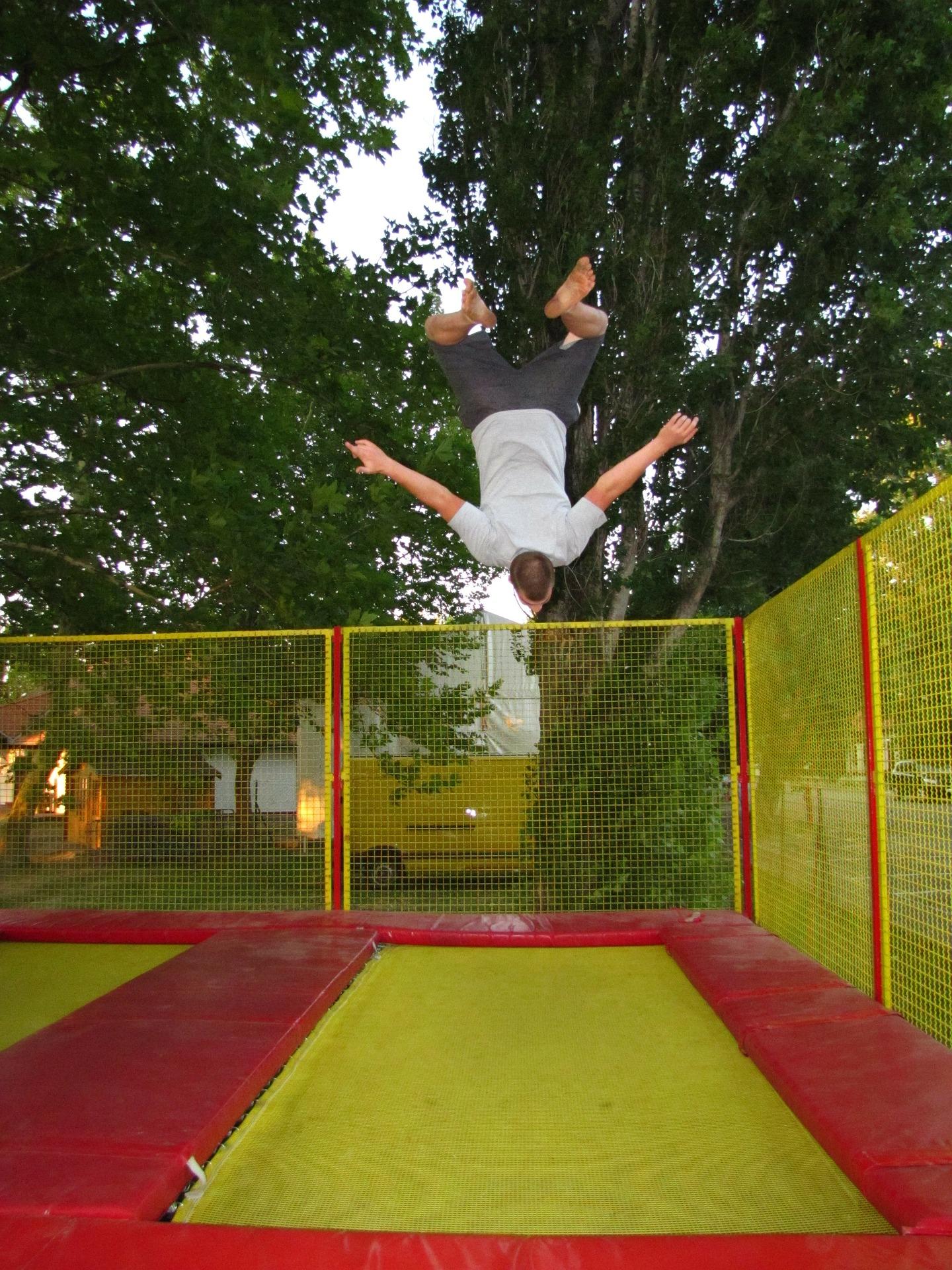 Zabawa w Parku Trampolin – co warto o niej wiedzieć