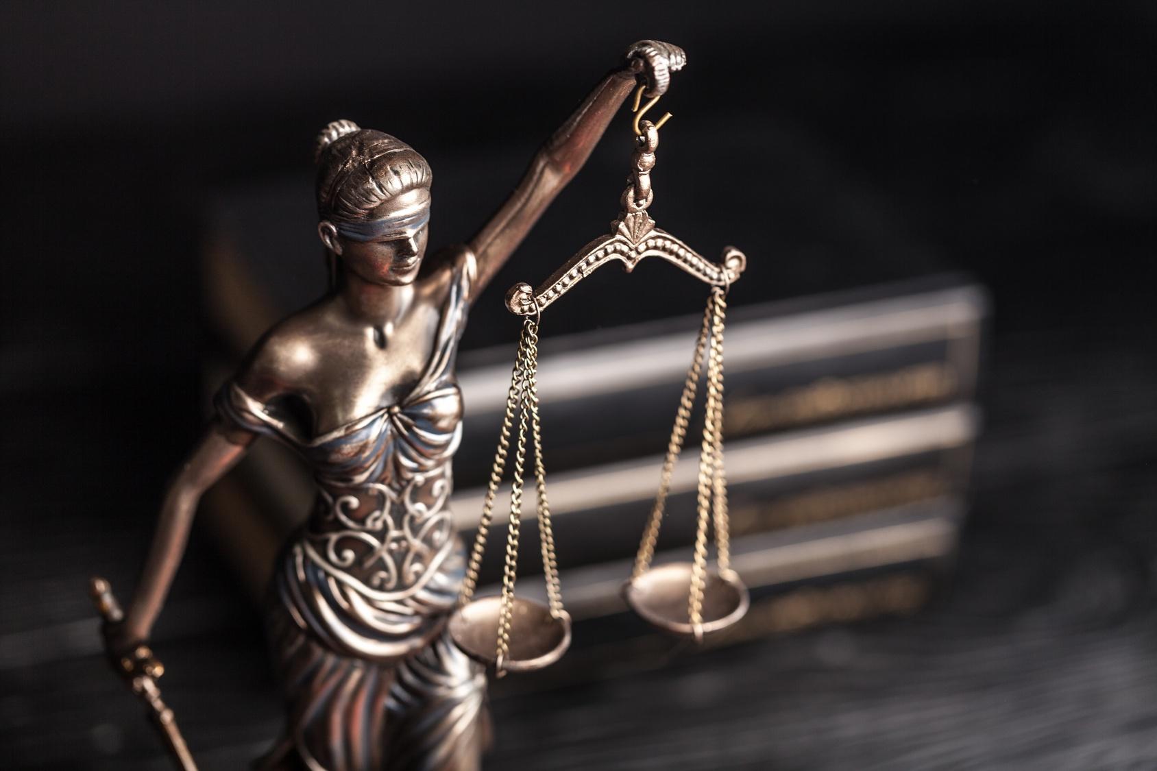 Adwokat do spraw karnych – dla oskarżonego i pokrzywdzonych