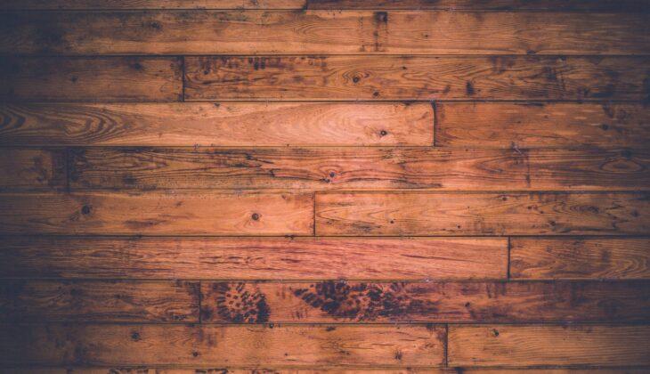 Jak kłaść płytki podłogowe drewnopodobne?