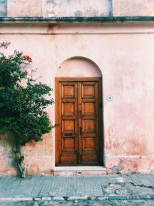 Dowiedzmy się jak wyregulować drzwi?